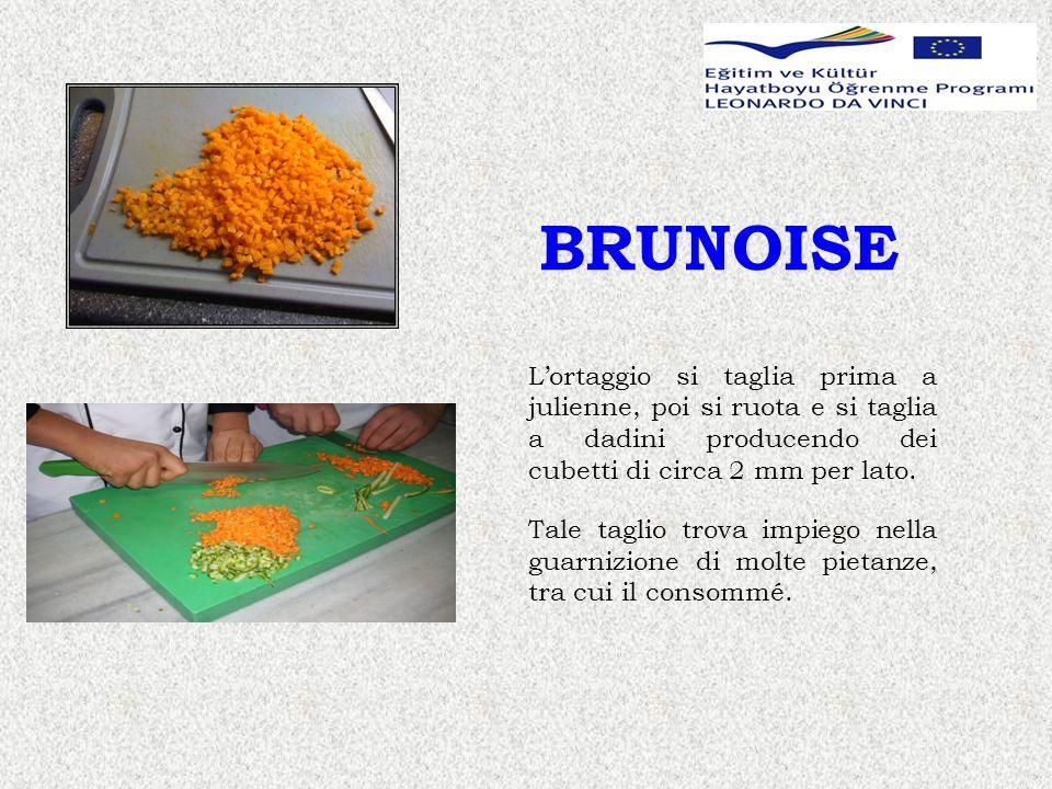 BRUNOISE Lortaggio si taglia prima a julienne, poi si ruota e si taglia a dadini producendo dei cubetti di circa 2 mm per lato.
