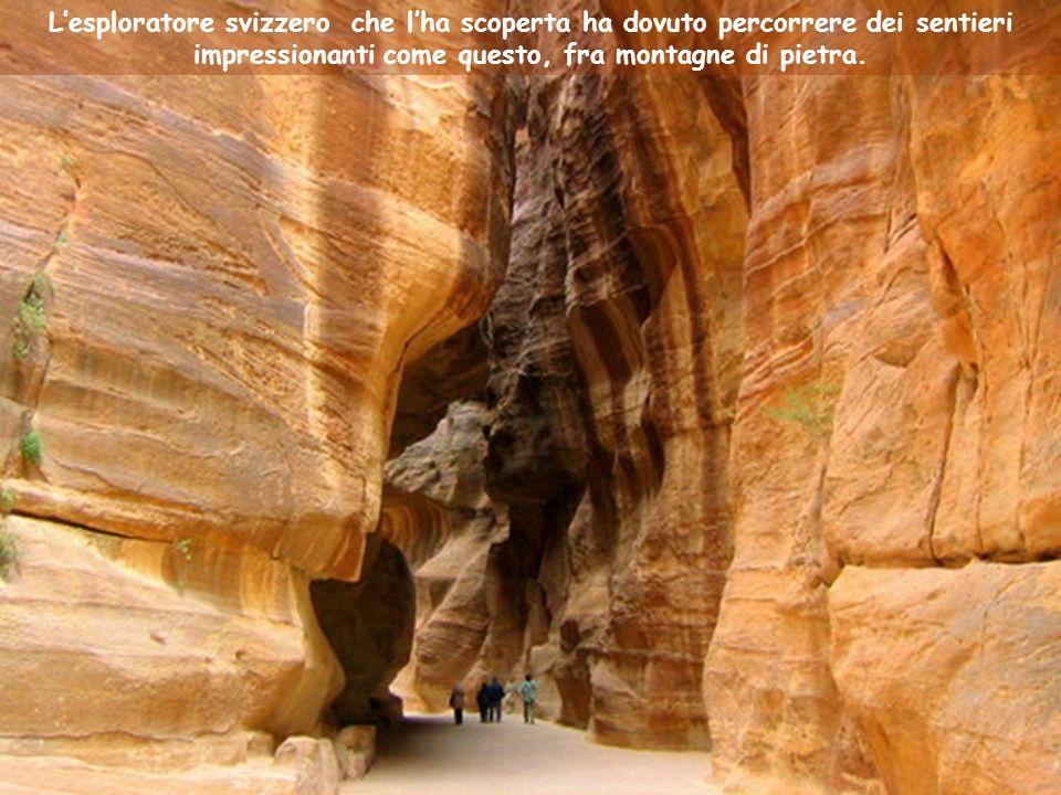 Lesploratore svizzero che lha scoperta ha dovuto percorrere dei sentieri impressionanti come questo, fra montagne di pietra.