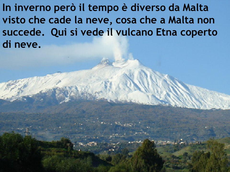 In inverno però il tempo è diverso da Malta visto che cade la neve, cosa che a Malta non succede. Qui si vede il vulcano Etna coperto di neve.