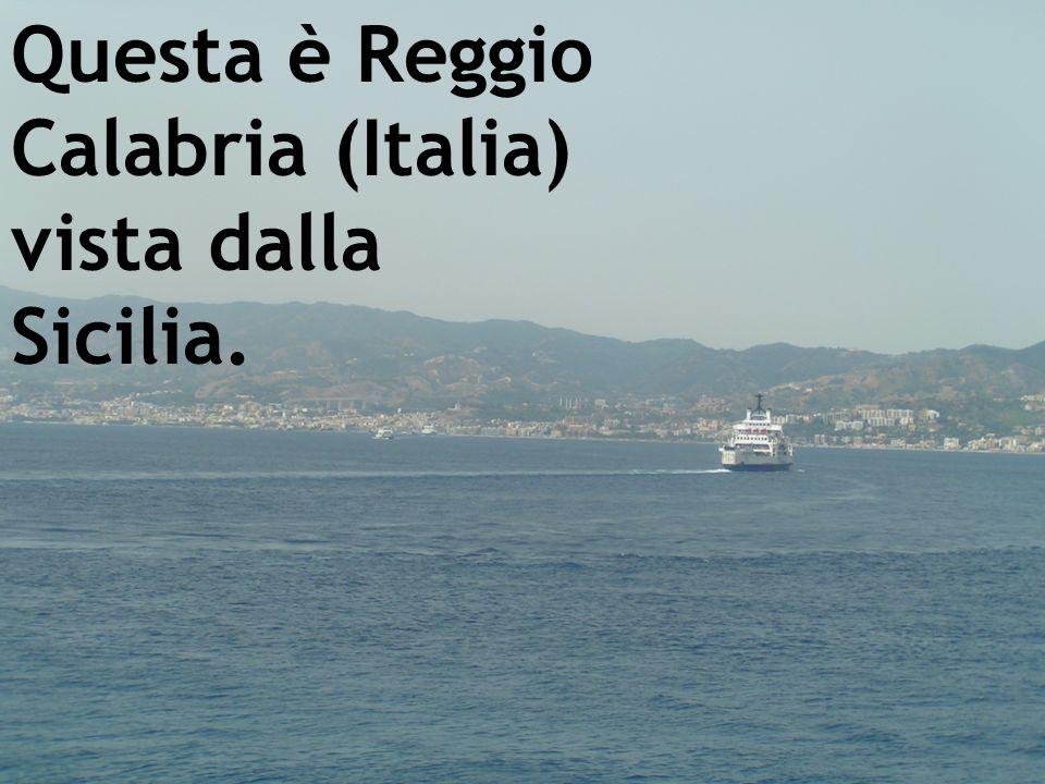 Questa è Reggio Calabria (Italia) vista dalla Sicilia.