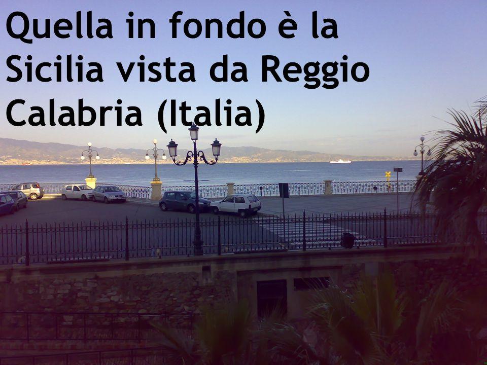Quella in fondo è la Sicilia vista da Reggio Calabria (Italia)