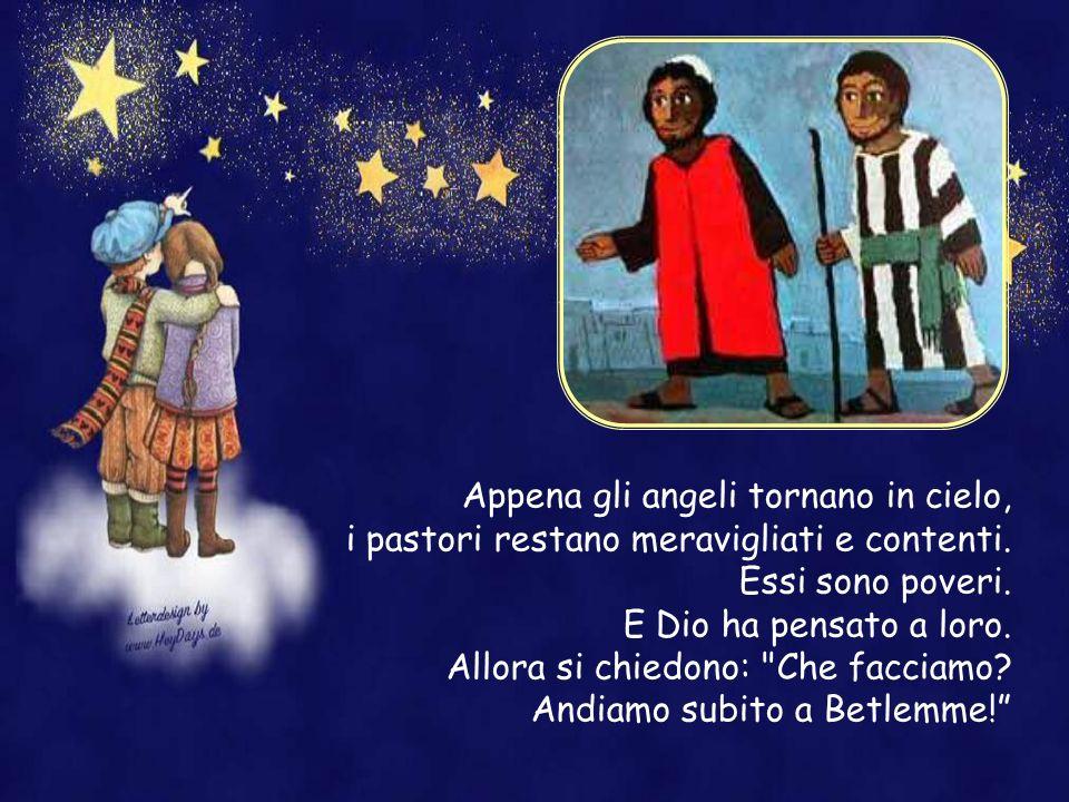Gli angeli, tutti insieme si mettono a cantare. Col loro canto vogliono lodare Dio. E cantano con queste parole: