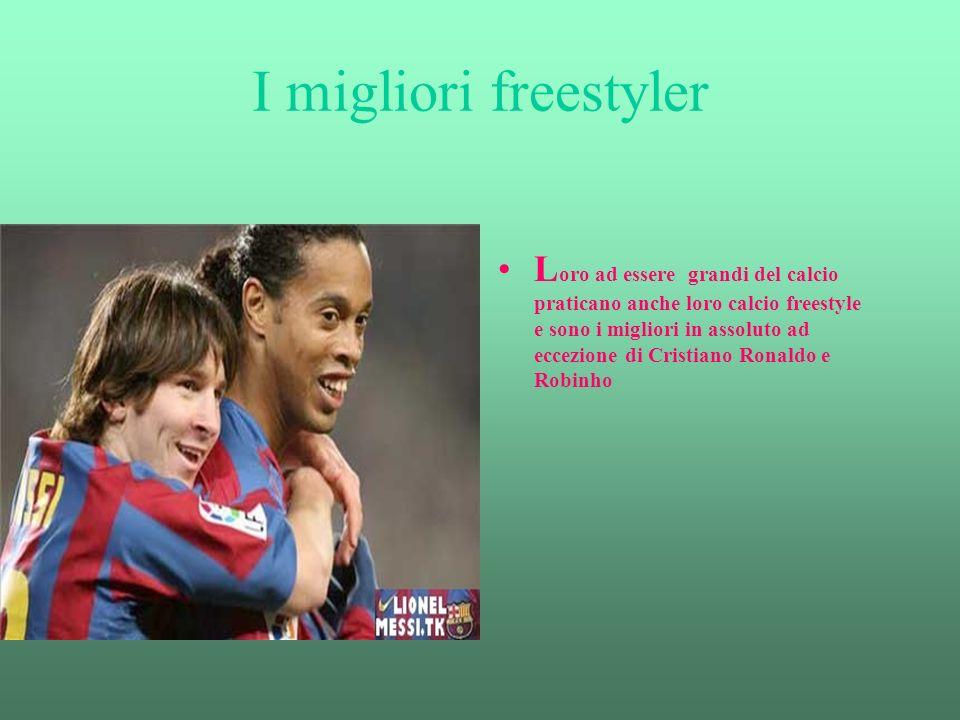 I migliori freestyler L oro ad essere grandi del calcio praticano anche loro calcio freestyle e sono i migliori in assoluto ad eccezione di Cristiano