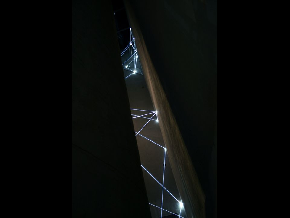CATALIZZATORE DI LUCE 2005, acciaio inox e fibre ottiche, m h 3x4x6 (punto di vista bidimensionale).
