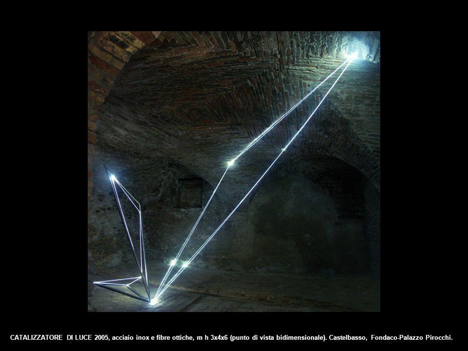 CATALIZZATORE DI LUCE 2005, acciaio inox e fibre ottiche, m h 3x4x6 (punto di vista bidimensionale). Castelbasso, Fondaco-Palazzo Pirocchi.
