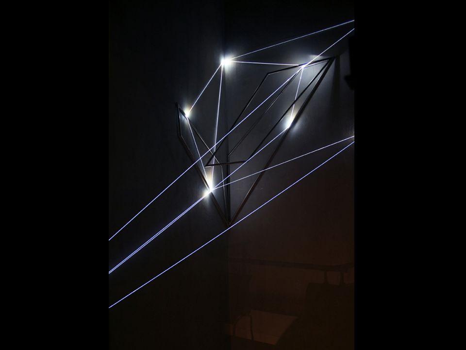 SPAZIO PERMEABILE 2004 Installazione ambientale in fibre ottiche da 2 mm di diametro, scultura in acciaio inox e fibre ottiche di mt h 2,40 x 2 x 1.