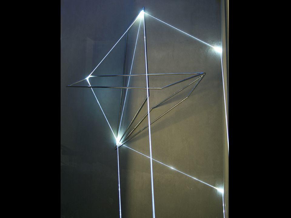 SPAZI PERMEABILI 2002, Installazioni ambientali in fibre ottiche da 15 - 2 - 1,5 mm di diametro e superficie elettroluminescente autoalimentata da 1 mm di spessore.