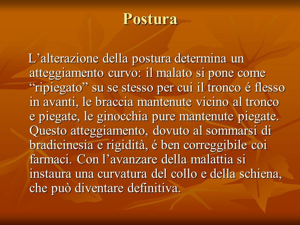 Postura Lalterazione della postura determina un atteggiamento curvo: il malato si pone come ripiegato su se stesso per cui il tronco é flesso in avant