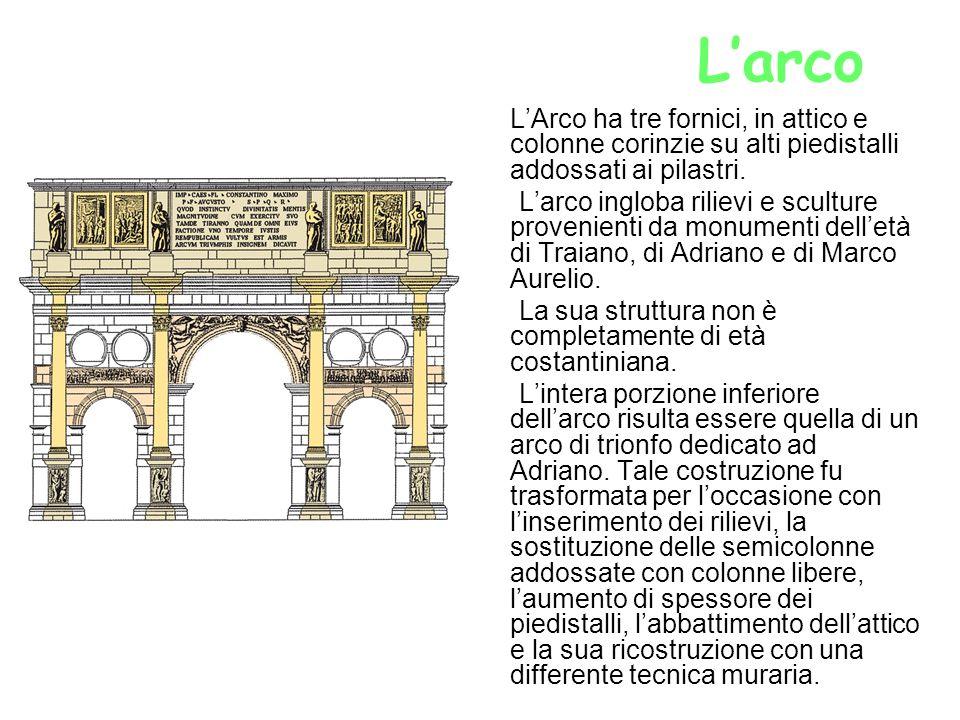 Larco LArco ha tre fornici, in attico e colonne corinzie su alti piedistalli addossati ai pilastri. Larco ingloba rilievi e sculture provenienti da mo