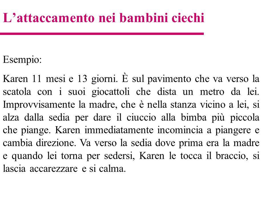 Lattaccamento nei bambini ciechi Esempio: Karen 11 mesi e 13 giorni. È sul pavimento che va verso la scatola con i suoi giocattoli che dista un metro