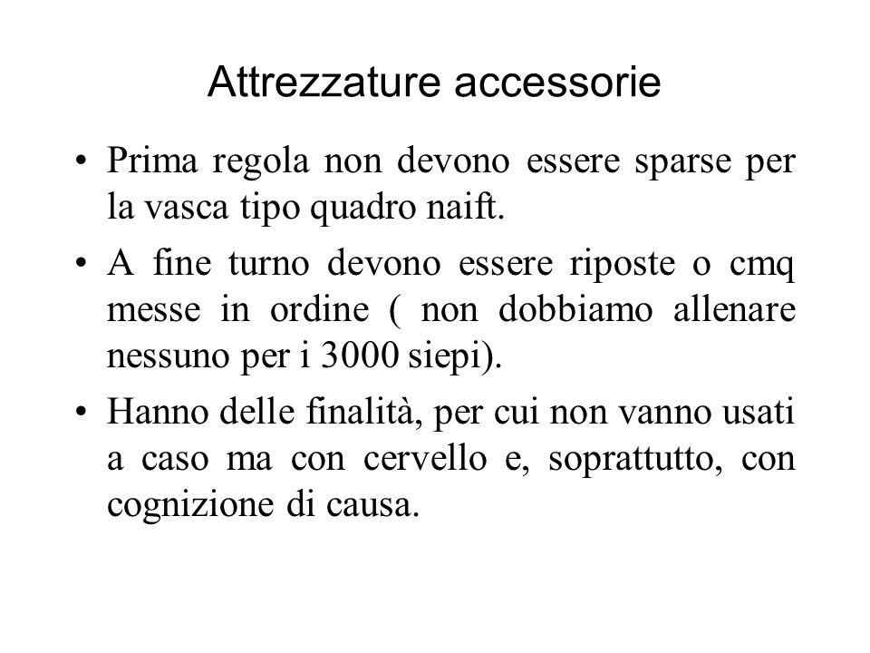 Attrezzature accessorie Prima regola non devono essere sparse per la vasca tipo quadro naift. A fine turno devono essere riposte o cmq messe in ordine
