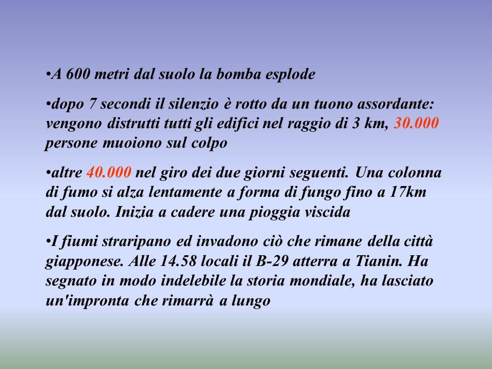 A 600 metri dal suolo la bomba esplode dopo 7 secondi il silenzio è rotto da un tuono assordante: vengono distrutti tutti gli edifici nel raggio di 3