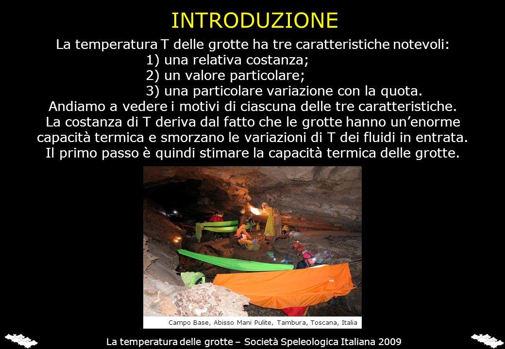 La temperatura T delle grotte ha tre caratteristiche notevoli: 1) una relativa costanza; 2) un valore particolare; 3) una particolare variazione con l