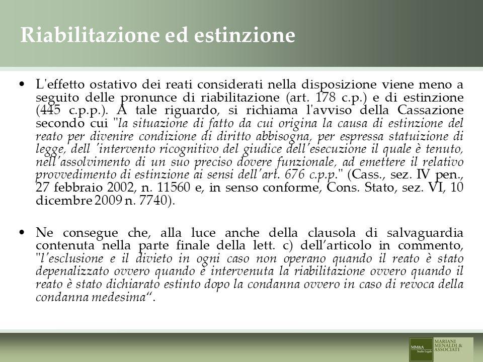 Riabilitazione ed estinzione L effetto ostativo dei reati considerati nella disposizione viene meno a seguito delle pronunce di riabilitazione (art.