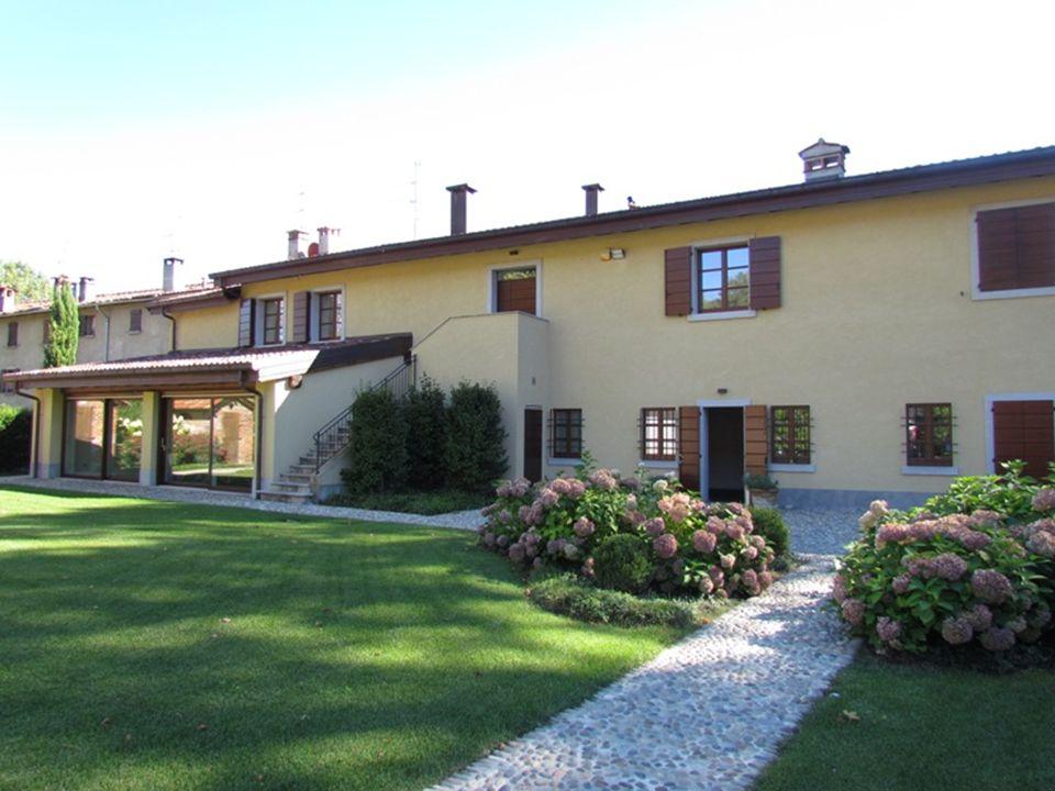 Como – Lazzago – Uffici in locazione Nel contesto esclusivo di Villa Giulini nella piana di Lazzago, alle porte della città di Como, comoda per la presenza dello svincolo autostradale, si propone questa opportunità in locazione.