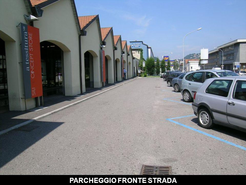 PARCHEGGIO FRONTE STRADA