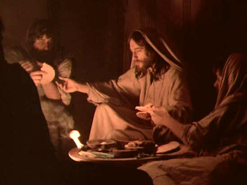 E questa sì la Pasqua: è il corpo suo donato, è il calice versato per noi liberar.