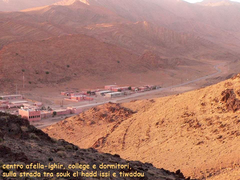 centro afella-ighir, college e dormitori, sulla strada tra souk el hadd issi e tiwadou