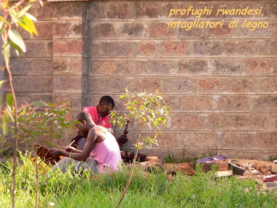 profughi rwandesi, intagliatori di legno