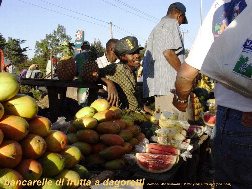bancarelle di frutta a dagoretti autore: Massimiliano Valle (maxvalley@japan.com)