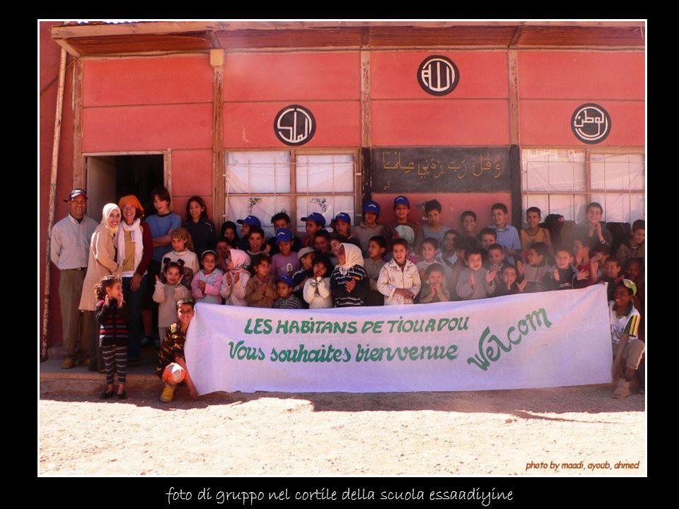 foto di gruppo nel cortile della scuola essaadiyine