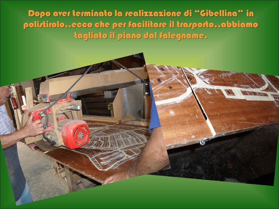 Dopo aver terminato la realizzazione di Gibellina in polistirolo..ecco che per facilitare il trasporto..abbiamo tagliato il piano dal falegname.