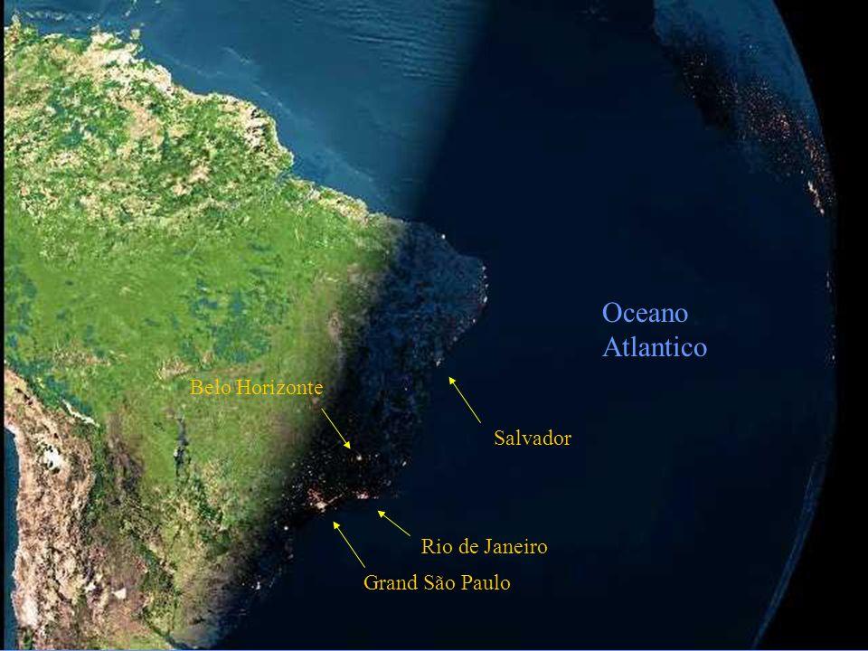 La foto successiva, tratta tale e quale da un satellite, rappresenta la notte che scende sul Brasile.