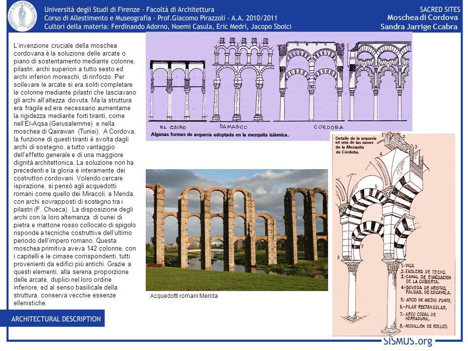 L'invenzione cruciale della moschea cordovana è la soluzione delle arcate o piano di sostentamento mediante colonne, pilastri, archi superiori a tutto