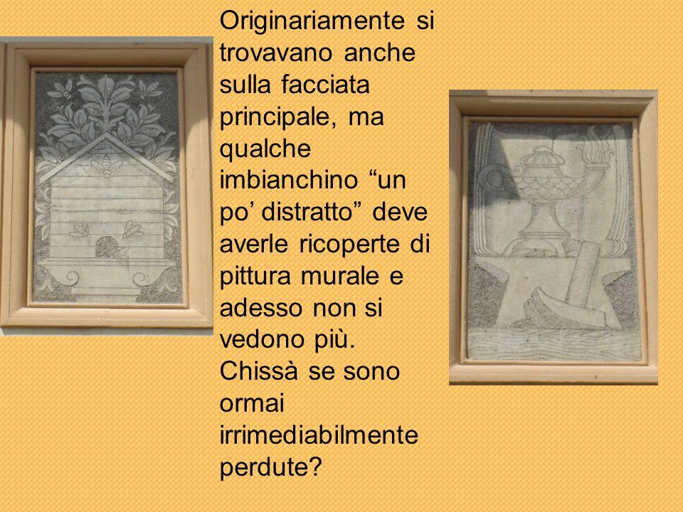 Originariamente si trovavano anche sulla facciata principale, ma qualche imbianchino un po distratto deve averle ricoperte di pittura murale e adesso non si vedono più.