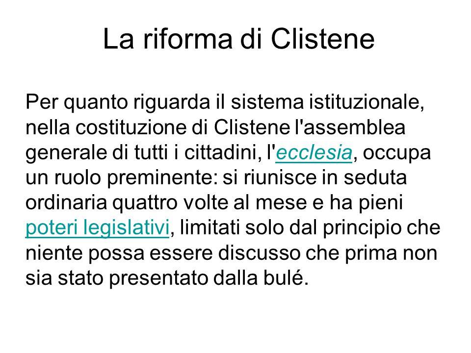 Per quanto riguarda il sistema istituzionale, nella costituzione di Clistene l'assemblea generale di tutti i cittadini, l'ecclesia, occupa un ruolo pr