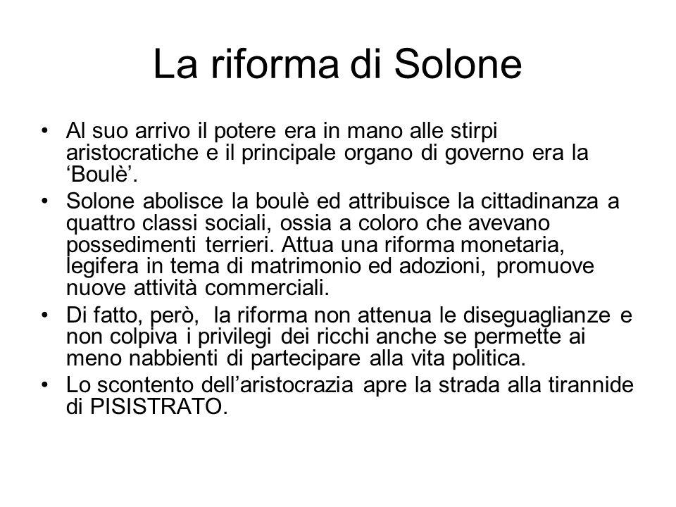 La riforma di Solone Al suo arrivo il potere era in mano alle stirpi aristocratiche e il principale organo di governo era la Boulè. Solone abolisce la