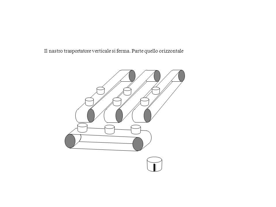 Il nastro trasportatore verticale consente di riempire i secchi posizionati sul nastro trasportatore orizzontale