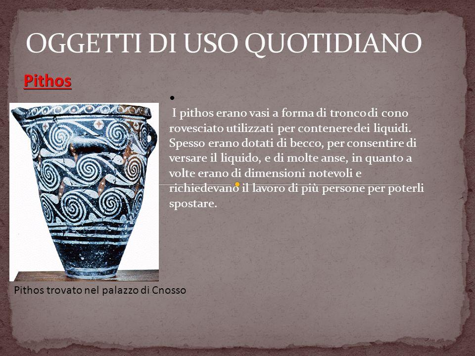 I pithos erano vasi a forma di tronco di cono rovesciato utilizzati per contenere dei liquidi. Spesso erano dotati di becco, per consentire di versare