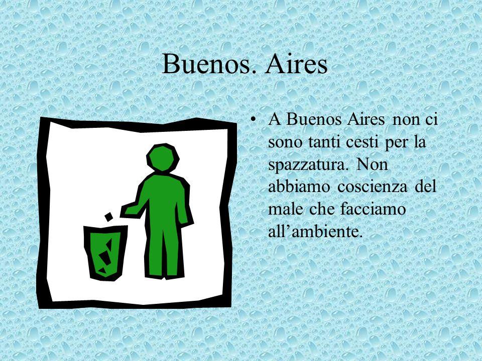 Buenos.Aires A Buenos Aires non ci sono tanti cesti per la spazzatura.