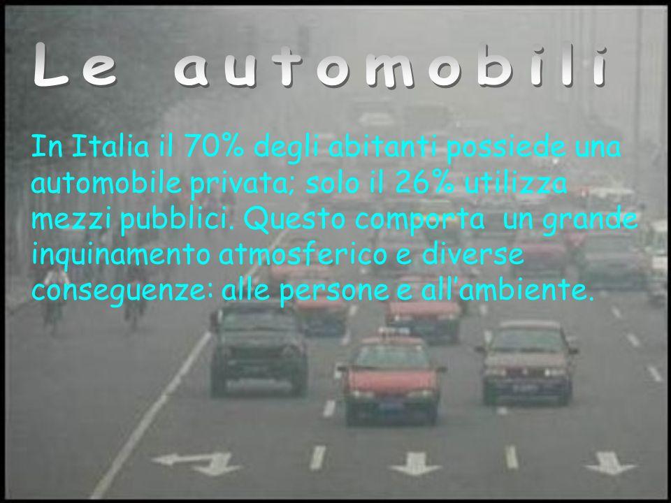 In Italia il 70% degli abitanti possiede una automobile privata; solo il 26% utilizza mezzi pubblici.