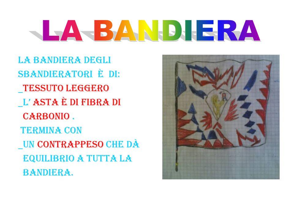 LA BANDIERA DEGLI SBANDIERATORI è DI: _TESSUTO LEGGERO _L ASTA è DI FIBRA DI CARBONIO.