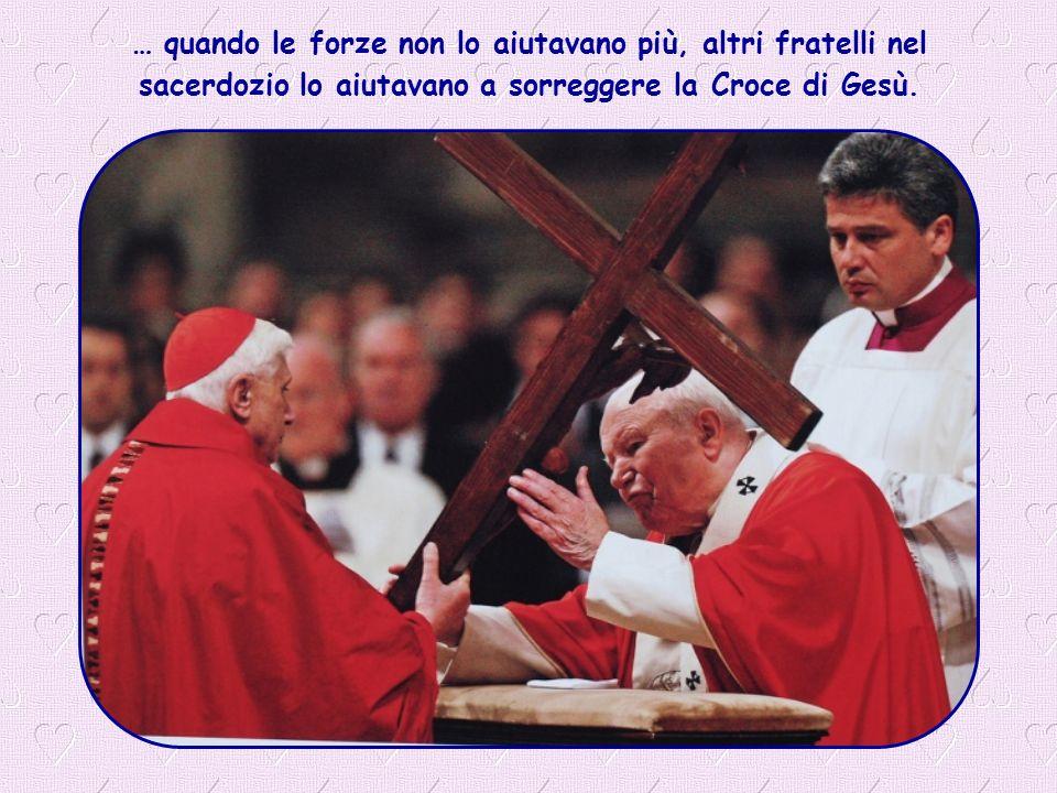 Non ha nascosto mai la Croce, anzi… nei momenti di prova, si è aggrappato ad essa.