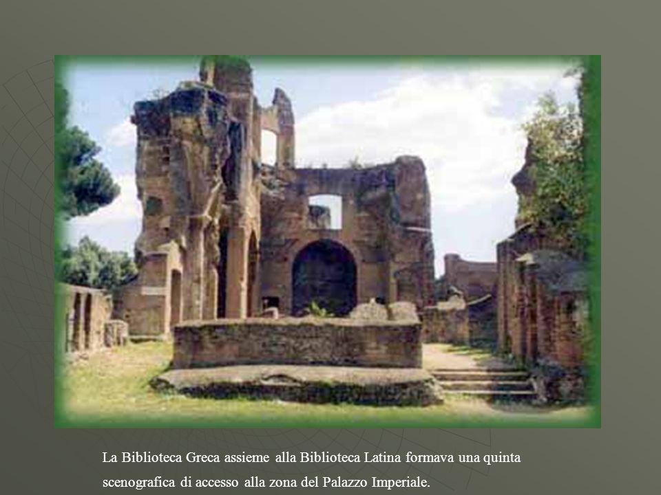 La Biblioteca Greca assieme alla Biblioteca Latina formava una quinta scenografica di accesso alla zona del Palazzo Imperiale.