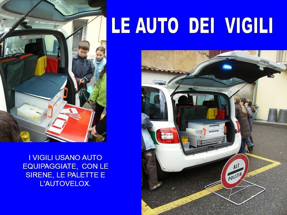 I VIGILI USANO AUTO EQUIPAGGIATE, CON LE SIRENE, LE PALETTE E L'AUTOVELOX.