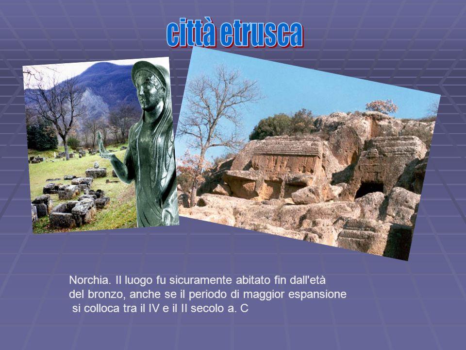 Norchia. Il luogo fu sicuramente abitato fin dall'età del bronzo, anche se il periodo di maggior espansione si colloca tra il IV e il II secolo a. C