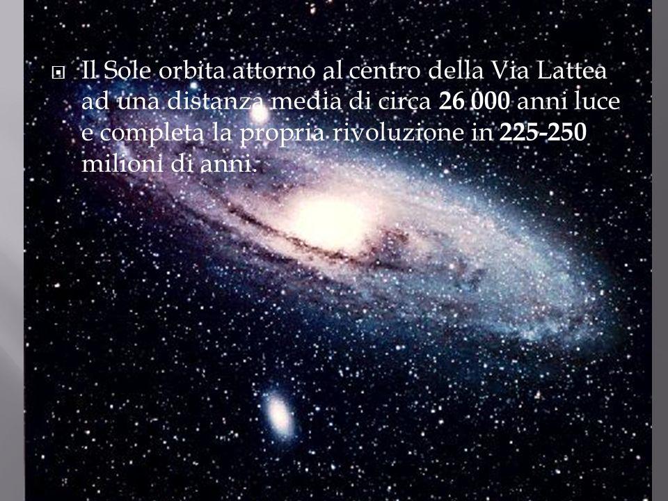 Il Sole orbita attorno al centro della Via Lattea ad una distanza media di circa 26 000 anni luce e completa la propria rivoluzione in 225-250 milioni