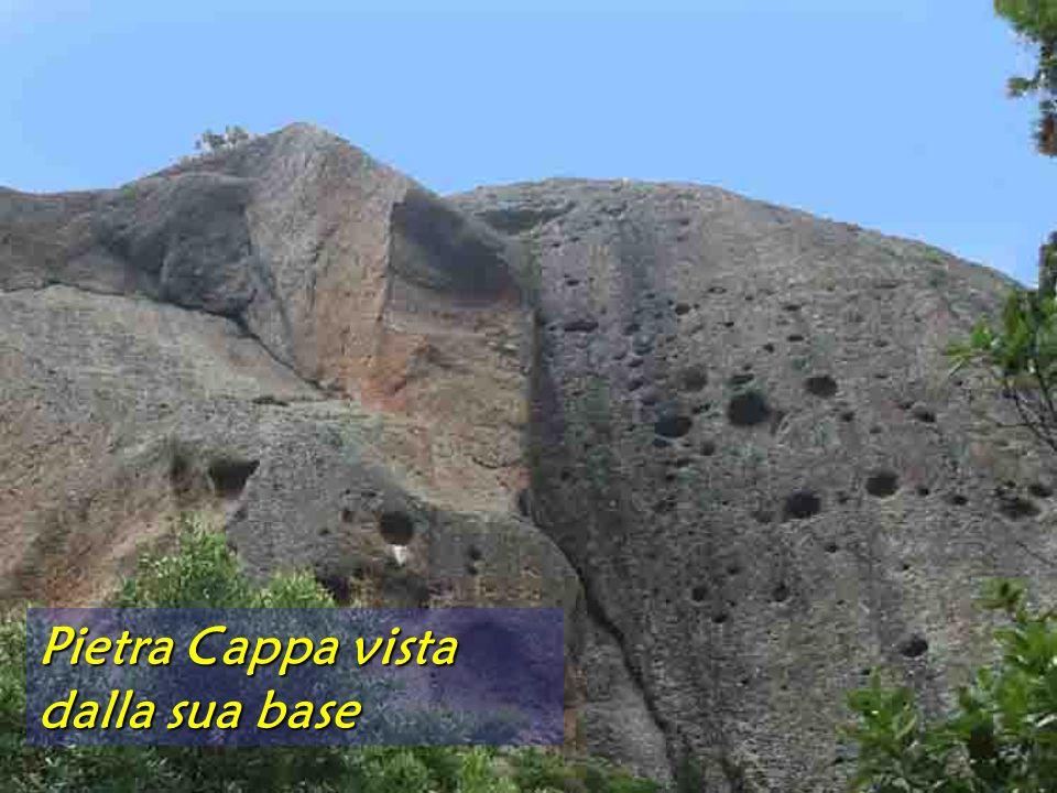 Pietra Cappa vista dalla sua base