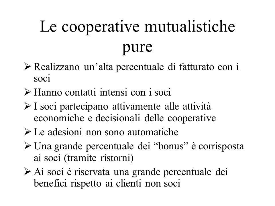 Ma le grandi cooperative di consumo a mutualità prevalente non sono mutualistiche pure perché: non realizzano buona parte dellattività con i soci; i soci non svolgono lo stesso ruolo che nel modello puro; i benefici non sono in larga misura distribuiti ai soci.