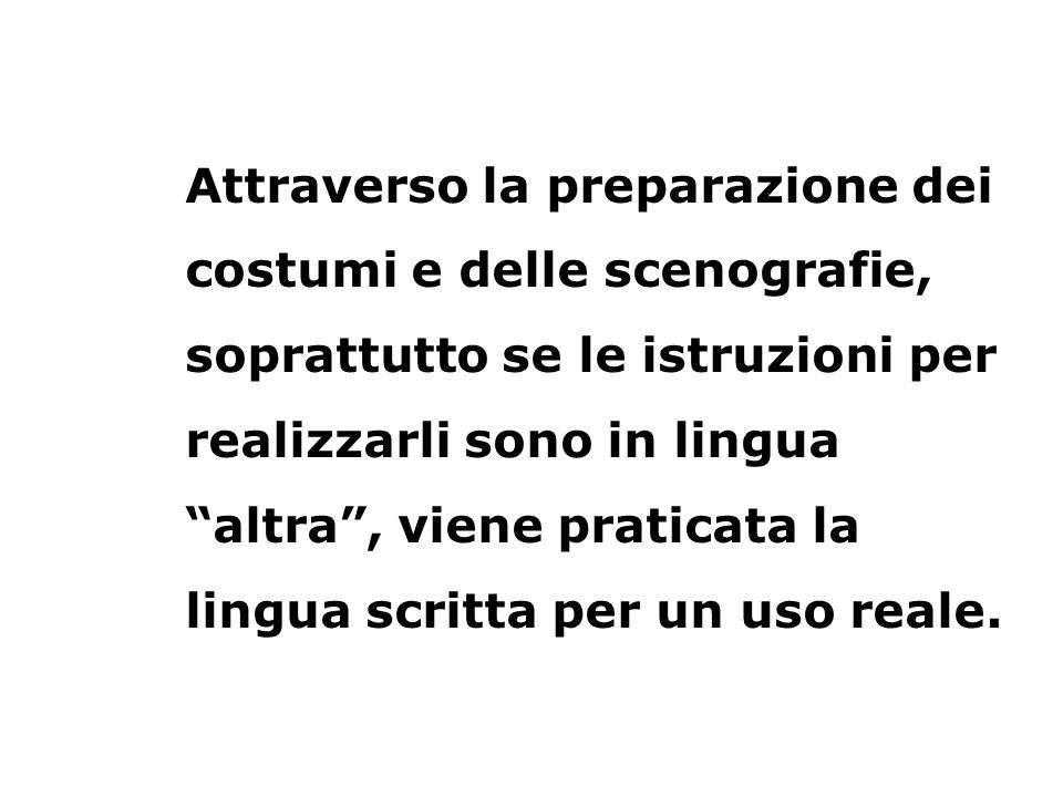 Attraverso la preparazione dei costumi e delle scenografie, soprattutto se le istruzioni per realizzarli sono in lingua altra, viene praticata la ling