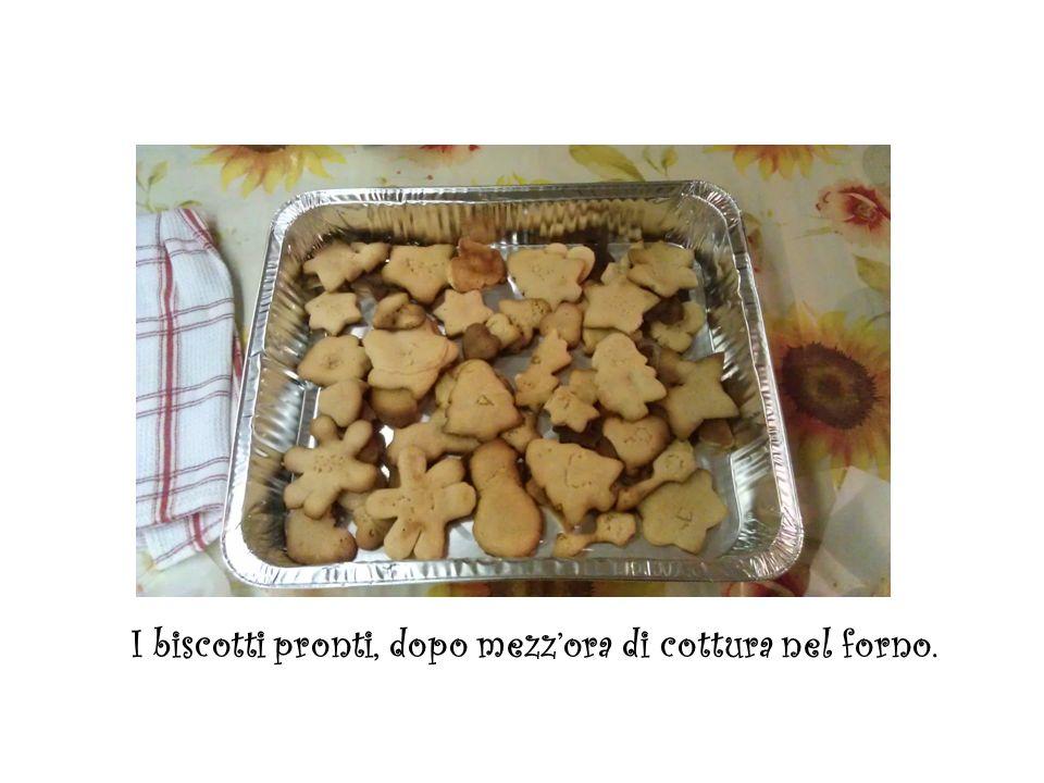 I biscotti pronti, dopo mezzora di cottura nel forno.