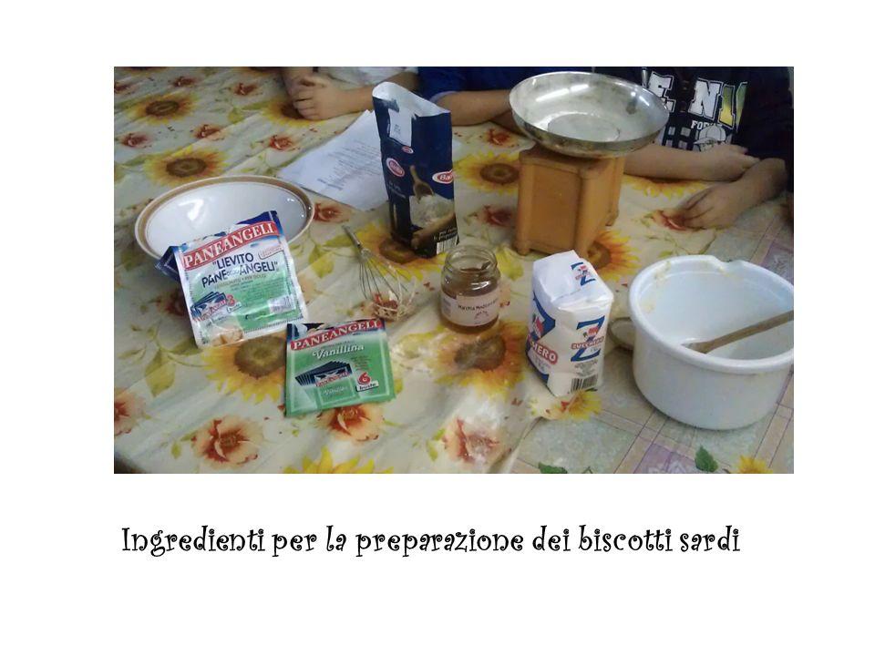 Ingredienti per la preparazione dei biscotti sardi