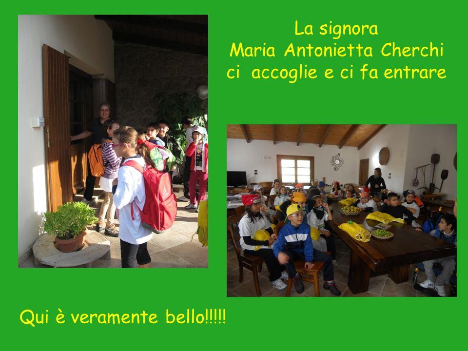 La signora Maria Antonietta Cherchi ci accoglie e ci fa entrare Qui è veramente bello!!!!!