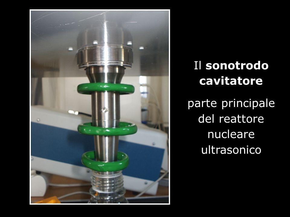 Immagine della energia nucleare prodotta dal reattore ultrasonico in una gelatina che la rende visibile