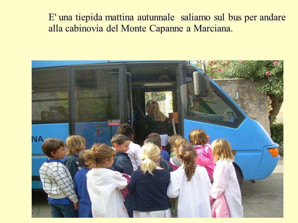 E' una tiepida mattina autunnale saliamo sul bus per andare alla cabinovia del Monte Capanne a Marciana.