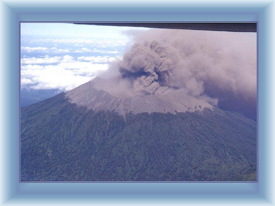 In volo da Surabaya verso Bali, il vulcano Ngrau